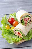 自动换行的三明治 — 图库照片