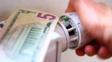 Money bills on the battery — Stock Video