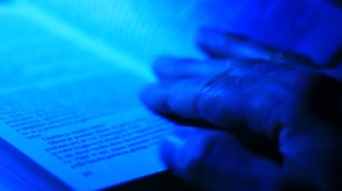 Man's hand turning on pages — Stock Video