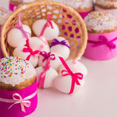 Easter cake and decorated eggs. — Stock Photo