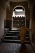 A woman entering the Mosque in Fes, Morocco — Stock Photo