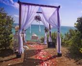 Wedding arch at the beach — Stock Photo