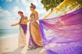 Äldre par klädd i balinesisk kostym — Stockfoto