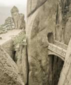 Mountain stone bridge above rocky precipice between the rock — Stock Photo