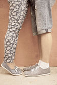 Closeup foot of kissing couple outdoor at street — Stock Photo