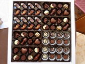 Differents kinds of chocolates in a box . — Stock fotografie