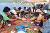 Nha Trang, Vietnam - May 4, 2012: Lunch of fisherman on the tuna fishing boat in the sea of Nha Trang Bay — Stock Photo