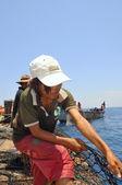 В Нячанге, Вьетнам - мая 5, 2012: Рыбаки тралового промысла тунца рыбы в море Нячанг Бэй во Вьетнаме — Стоковое фото