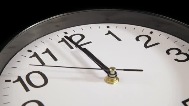 El reloj en la pared — Vídeo de stock