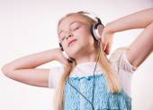 Teenage girl is listening to music — Stock Photo