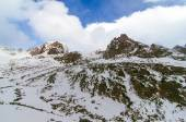 Scenery of high mountains wiht snow and cloud atmosphere — Stock Photo