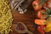 Vaření těstovin se zeleninou — Stock fotografie