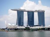 Singapore - 31 mei 2015: Het Marina Bay Sands Resort Hotel in Singapore. Het is een geïntegreerde resort en's werelds duurste standalone casino — Stockfoto