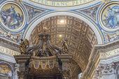 Fragment av inre av St Peterskyrkan. Vatikanen. Rom. — Stockfoto