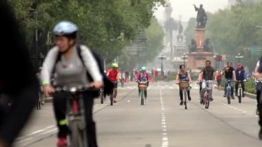 Mexico City, Mexico-CIRCA June,2014: Cyclists and runners enjoying a Sunday trip. — Stock Video