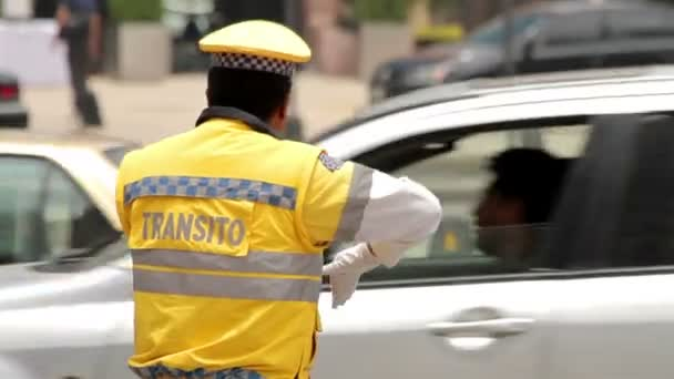 Mexico City, Mexico-CIRCA June, 2014: Full shot Police directing traffic. — Vídeo de stock