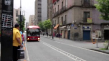 Mexico City, Mexico-June 2014: Bus stop blurred image, a bus arrive and open the door. — Stock Video
