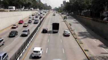 Mexico City, Mexico-June 2014: Cars through avenue Circuito Interior. — Stock Video