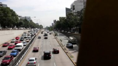 Mexico City, Mexico-June 2014: PAN LEFT Cars through avenue. — Stock Video