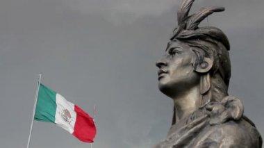Mexico City, Mexico-August 2014: MEDIUM SHOT. Moctezuma's Statue. — Stockvideo