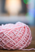 Ball of pink knitting yarn with ribbon — Stock Photo