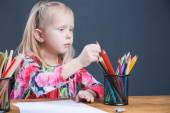 Small young girl drawing pictures with pencils — Stockfoto