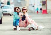 Hipster girlfriends taking a selfie in urban city context - Concept of friendship and fun with new trends and technology - Best friends eternalizing the moment with camera — Stock Photo