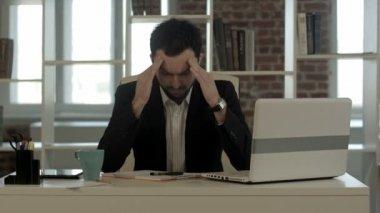 Depressed businessman sitting at computer — Stock Video