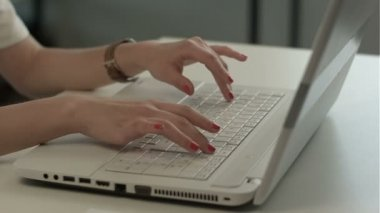 Woman hands typing on computer keyboard — Stock Video