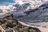 Beautiful sunset on the glacier with alp rifugio — Stock Photo