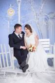 The bride and groom sit on the bench — Stock Photo