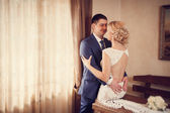 Groom embraces the bride — Stock Photo