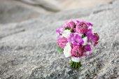 Mazzo di nozze del fiore di loto sulla roccia — Foto Stock