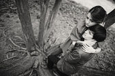 Young beautiful couple at the tree — Foto de Stock