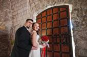 Wedding couple in the castle near the old gate — Stock Photo