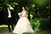 Happy wedding couple at the forest — Stock Photo