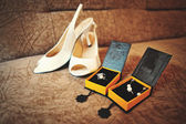 Set of bride shoes and earrings — Stok fotoğraf