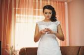 Bride posed at her morning wedding day — Stock Photo