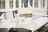 Klasické bílé svatební kniha a album — Stock fotografie