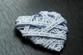 White paper ribbon in heart shape showed text 'I love dentist' — Stock Photo