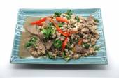 Stir Fry fesleğen yaprakları ile domuz eti ve karaciğer — Stok fotoğraf