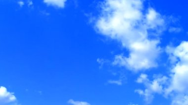 Clean clouds on blue sky — Stock Video