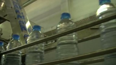Water bottles in factory — Video Stock