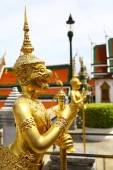 Golden statue in Grand Palace of Bagkok — Photo