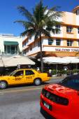 Traffic in Ocean Drive, Miami Beach — Stockfoto