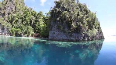 Rugged limestone islands — Stock Video