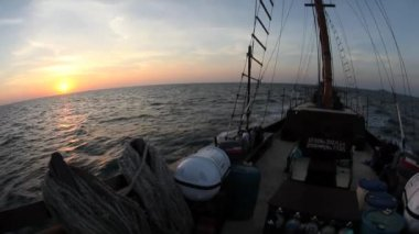 Bow of an Indonesian Pinisi schooner — Stock Video