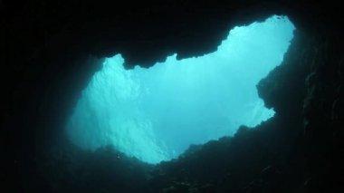 Blue Hole in barrier reef — Stock Video