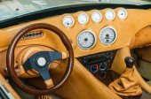 Steering wheel, shift lever and dashboard — Stock Photo