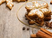 Snowflake shaped Gingerbread cookies — Stock Photo
